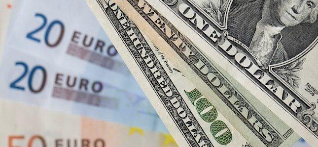 Euro berjuang karena data yang lemah, dolar menguat