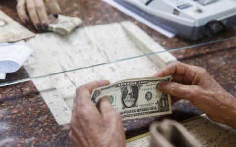 Venezuela melonggarkan kontrol pertukaran mata uang