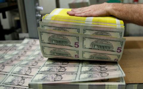 Dolar AS Turun Menjelang Data Klaim Pengangguran; Pound Falls