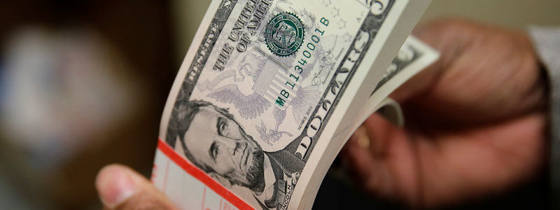 Dolar Menguat dengan Lebih Banyak Negara Melonggarkan Tindakan Lockdown