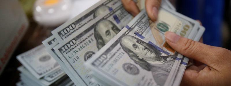 Dolar AS Jatuh pada Momentum yang Didorong oleh Fed Berlanjut