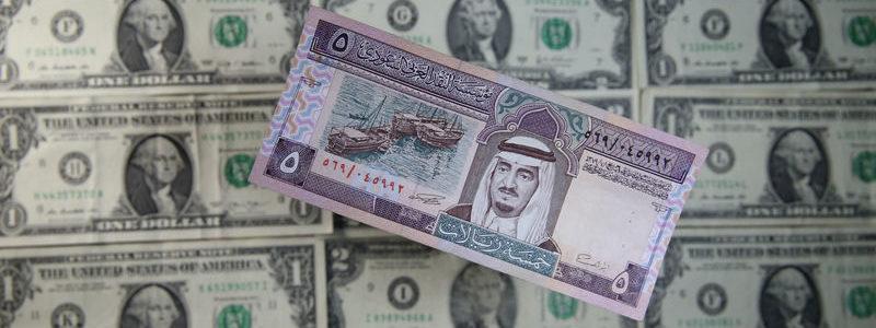 Dolar menguat karena serangan Saudi membuat minyak mentah naik