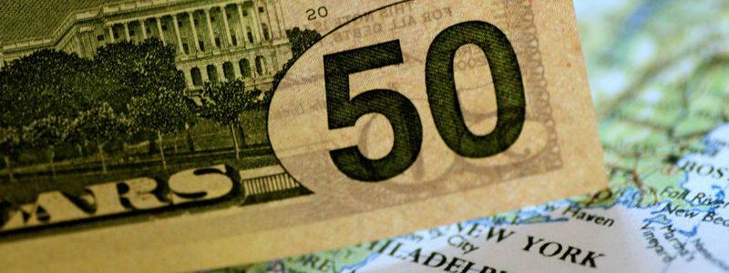 Dolar mundur menjelang data penggajian, keraguan perang perdagangan