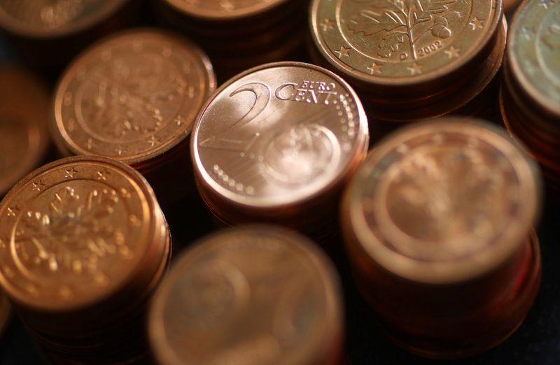Euro mendekati level terendah tiga tahun pada pertumbuhan yang lamban, yen stabil meskipun PDB lemah