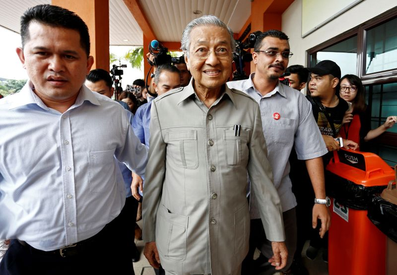 Mahathir Malaysia kembali sebagai PM sementara di tengah ketidakpastian politik