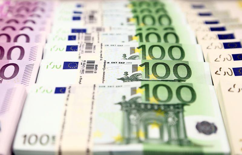 Euro mempertahankan nada tegas pada dana pemulihan bersama Uni Eropa, yen lunak